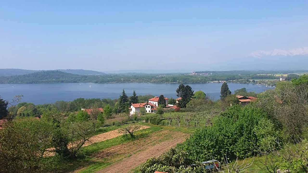 Da Santhià a Ivrea,  guardando il lago di Viverone. bici &Dintorni