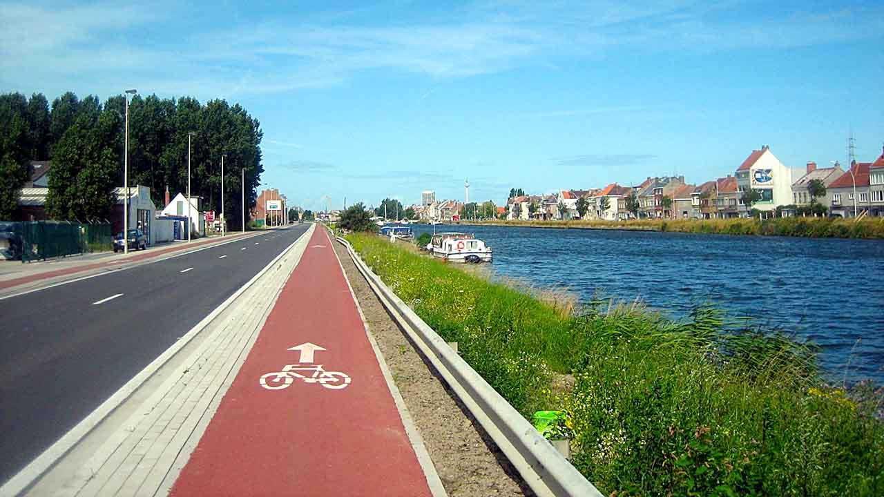 Guida Progettare ciclabilità sicura bici &Dintorni