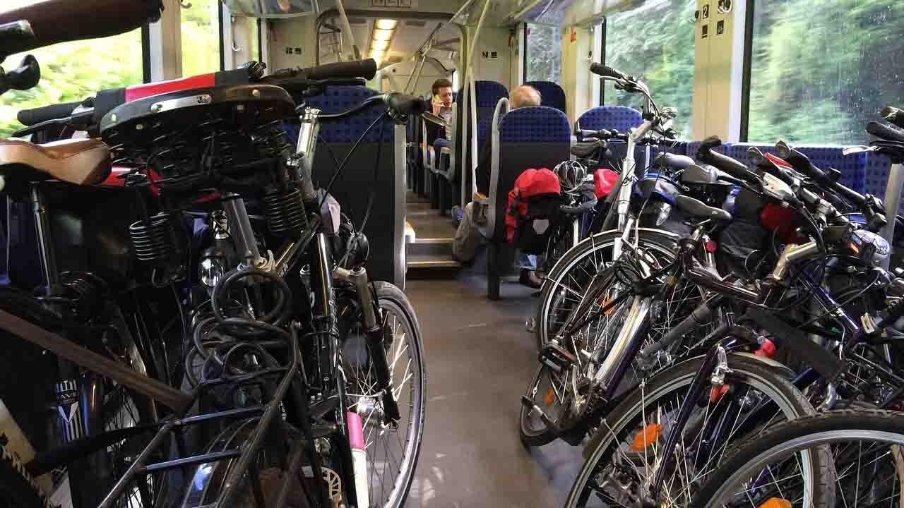 Treni attrezzati anche per le bici bici &Dintorni