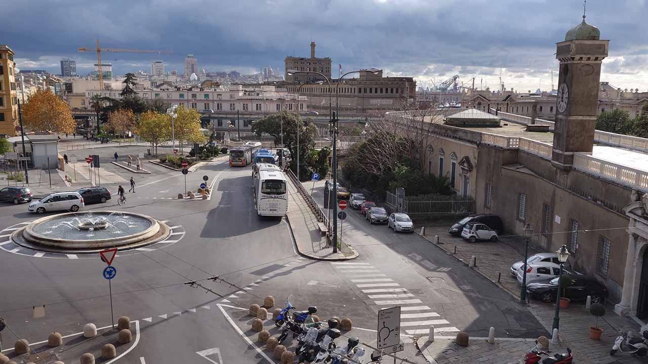 Genova, camminata su e giù per le crêuze bici &Dintorni