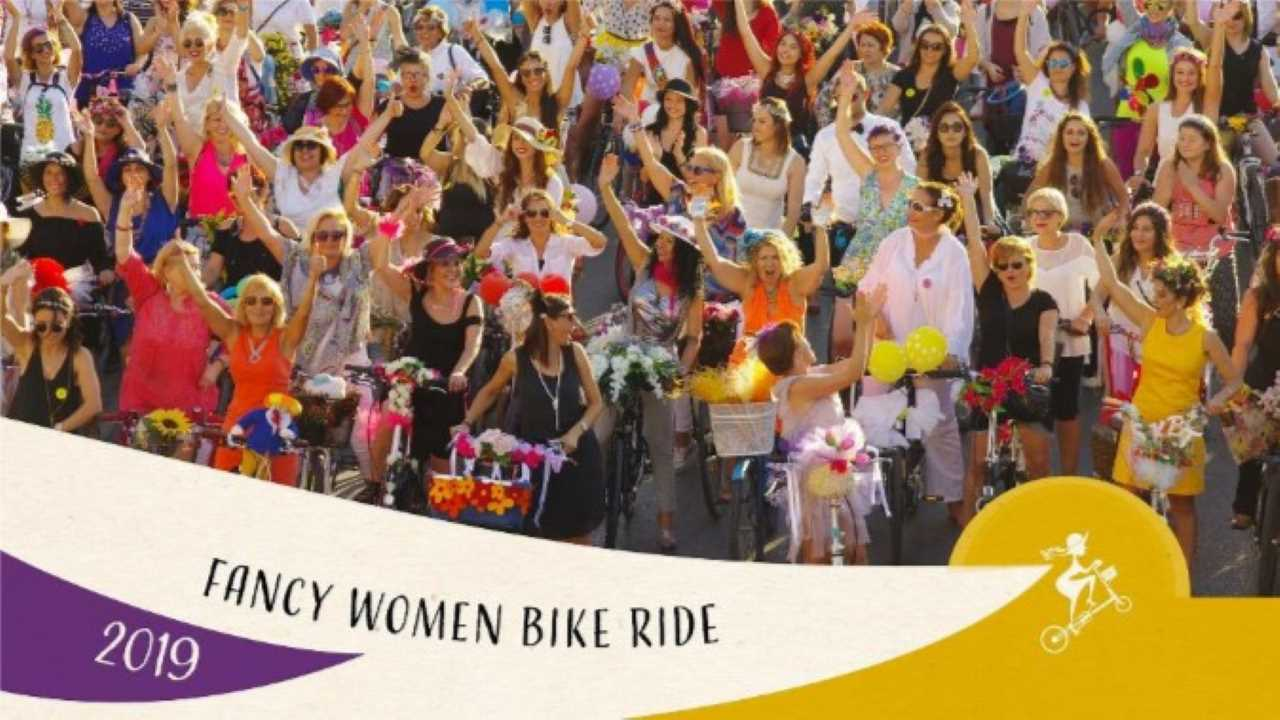 Prima volta a Torino della Fancy Women Bike Ride bici &Dintorni